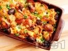 Рецепта Запечени пресни картофи със сирене, маслини, кашкавал и колбас на фурна